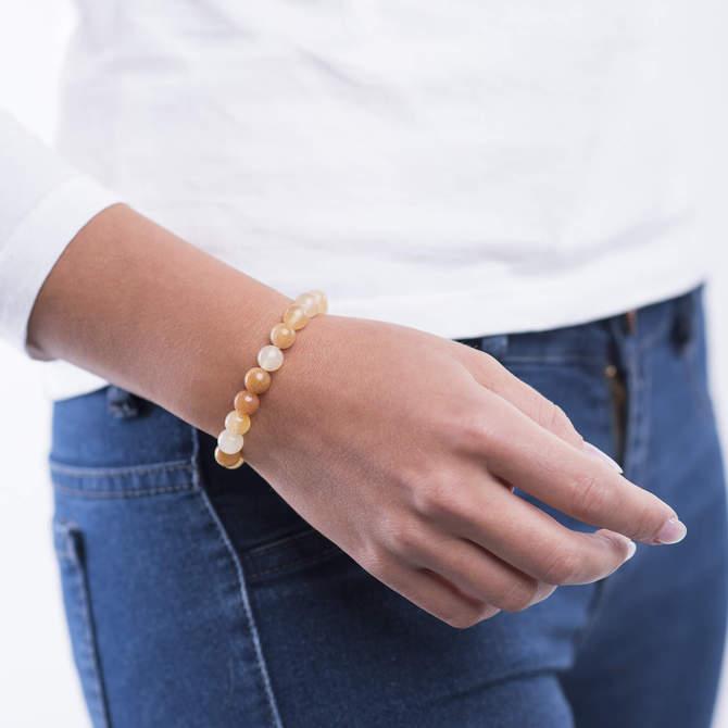 Damsky-koralkovy-naramek-zluty-nefrit-bile-zlato-ruka.jpg