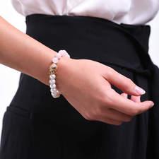 Damsky-koralkovy-naramek-ruzenin-a-bile-shell-perly-Buddha-zlato-ruka.jpg