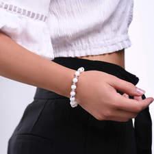 Damsky-koralkovy-naramek-bily-porcelan-Swarovski-krystaly-bile-zlato-ruka.jpg