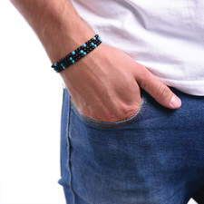 Pansky-koralkovy-wrap-naramek-modry-micro-tyrkys-leskly-a-matny-achat-gun-metal-ruka.jpg
